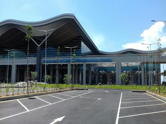 Cửa tự động tại Sân bay Cam Ranh