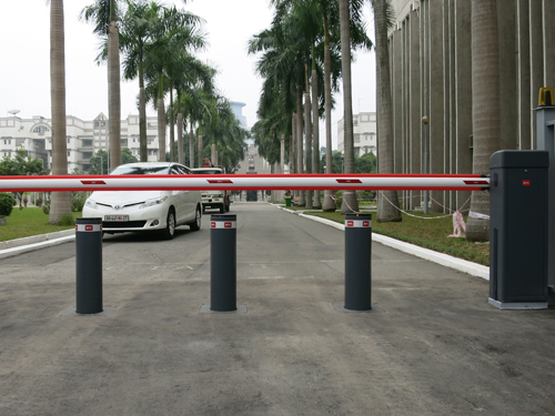 Security gate system for the Russian Embassy