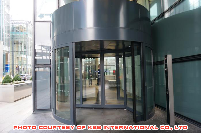 cua-xoay-kbb-HSBC in UK-ka022.jpg